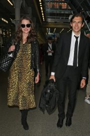 Pregnant Keira Knightley Arrives Back in London 2019/05/03 5