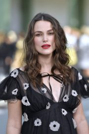 Pregnant Keira Knightley Attends The Chanel Cruise 2020 Collection: Photocall in Paris 2019/05/03 8