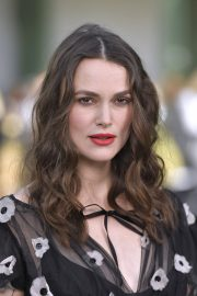 Pregnant Keira Knightley Attends The Chanel Cruise 2020 Collection: Photocall in Paris 2019/05/03 28