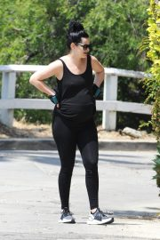 Pregnant Krysten Ritter and Adam Granduciel Out for a Workout in Los Angeles 2019/05/12 7
