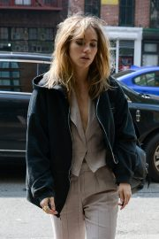 Suki Waterhouse Arrives at The Bowery Hotel in New York 2019/05/05 3