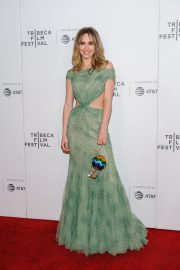 """Suki Waterhouse Arrives """"Charlie Says"""" Premiere at Tribeca Film Festival in New York 2019/05/01 4"""