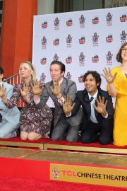 """The Big Bang Theory Cast """"Handprint Ceremony""""  at Chinese Theatre in Los Angeles 2019/05/01 2"""