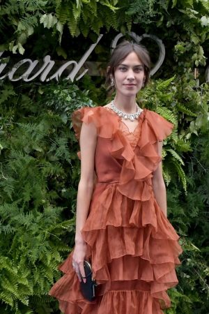 Alexa Chung attends the Chopard Bond Street Boutique Reopening in London 2019/06/17 5