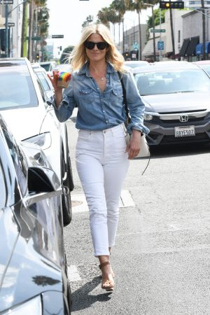 Ali Larter in Blue Denim Shirt and White Jeans Out and About in Los Angeles 2019/06/20 5