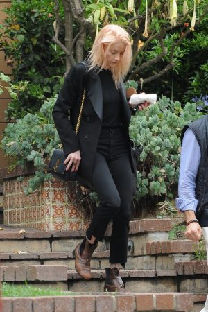 Amber Heard in Black Outfit Out for a Business Meeting in Los Angeles 2019/06/20 1