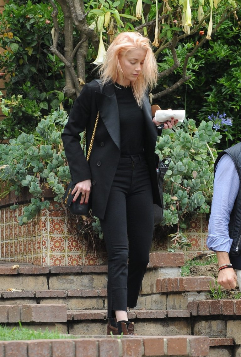 Amber Heard in Black Outfit Out for a Business Meeting in Los Angeles 2019/06/20 3