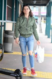 Ana De Armas in Ripped Jeans Out in Los Angeles 2019/06/24/ 3