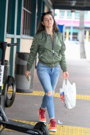 Ana De Armas in Ripped Jeans Out in Los Angeles 2019/06/24/ 4