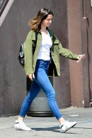 Ana de Armas in White T-Shirt and Blue Denim Out in Los Angeles 2019/06/27 11