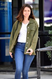 Ana de Armas in White T-Shirt and Blue Denim Out in Los Angeles 2019/06/27 15