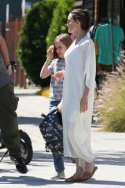 Angelina Jolie Shopping Out with Her Daughter in Los Feliz 2019/06/23 1
