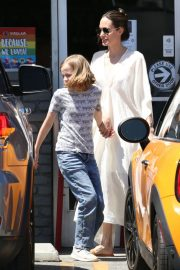 Angelina Jolie Shopping Out with Her Daughter in Los Feliz 2019/06/23 2