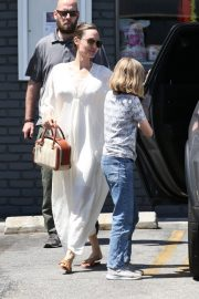 Angelina Jolie Shopping Out with Her Daughter in Los Feliz 2019/06/23 6