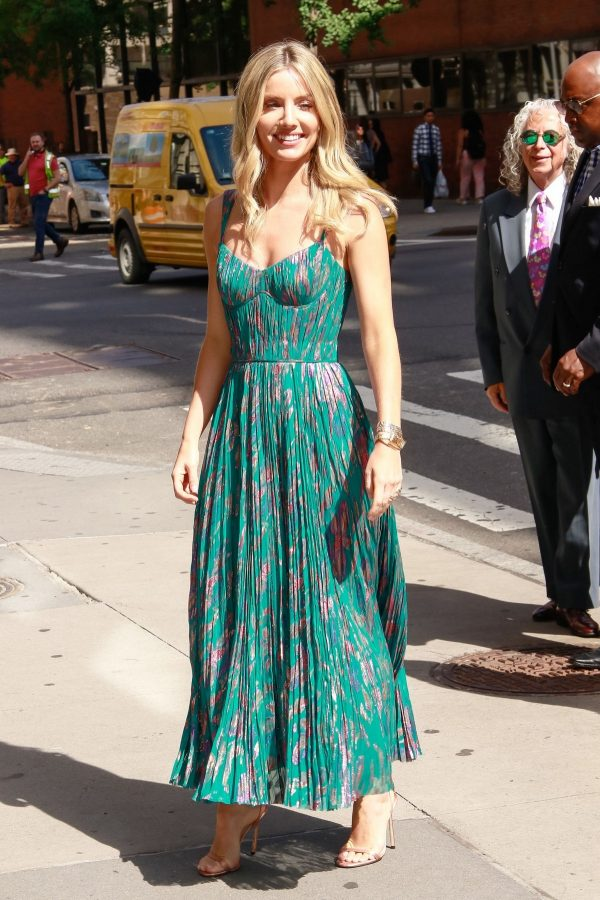 Annabelle Wallis in Beautiful Dress Out in New York City 2019/06/24 7