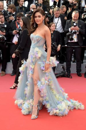 "Araya Hargate attends ""Les Miserables"" Screening at The 72nd Annual Cannes Film Festival 2019/05/15 6"
