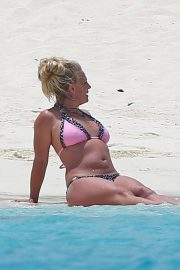 Britney Spears in Bikini at Beach in Turks and Caicos 2019/06/23 4