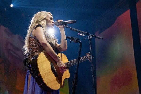 Carrie Underwood perforimg at Fiserv Forum in Milwaukee 2019/06/20 1
