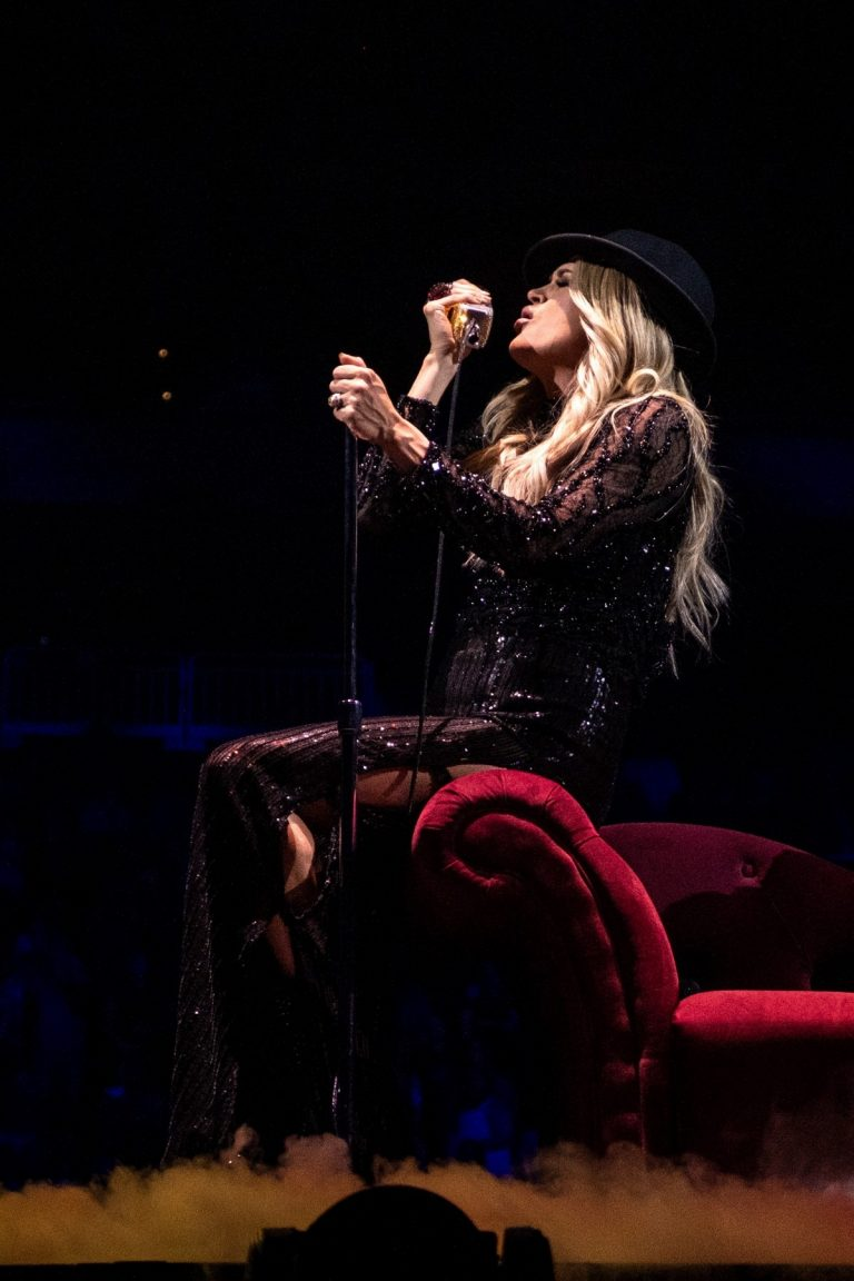 Carrie Underwood perform at Fiserv Forum in Milwaukee 2019/06/20 3