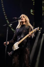 Carrie Underwood perform at Fiserv Forum in Milwaukee 2019/06/20 8