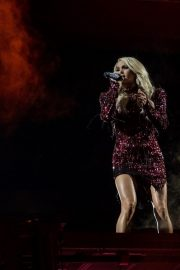 Carrie Underwood performs at Fiserv Forum in Milwaukee 2019/06/20 7