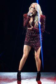 Carrie Underwood performs at Fiserv Forum in Milwaukee 2019/06/20 8