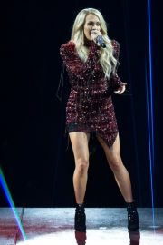 Carrie Underwood performs at Fiserv Forum in Milwaukee 2019/06/20 12