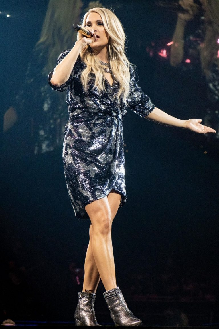 Carrie Underwood performs at Fiserv Forum in Milwaukee, Wisconsin 2019/06/20 1