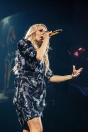 Carrie Underwood performs at Fiserv Forum in Milwaukee, Wisconsin 2019/06/20 3