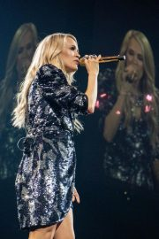 Carrie Underwood performs at Fiserv Forum in Milwaukee, Wisconsin 2019/06/20 5