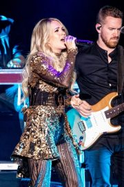 Carrie Underwood performs in Concert at Resorts World Arena in Birmingham 2019/06/28 9