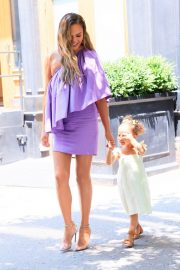 Chrissy Teigen Out with Her Daughter in New York City 2019/06/23 1