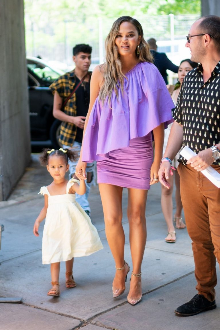 Chrissy Teigen Out with Her Daughter in New York City 2019/06/23 7