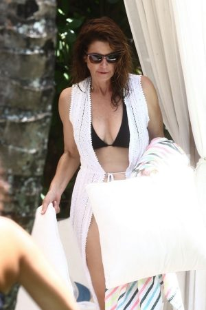 Cindy Crawford enjoys vacations with family in Miami 2019/06/22 4