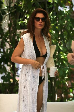 Cindy Crawford enjoys vacations with family in Miami 2019/06/22 7