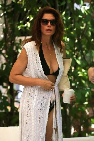 Cindy Crawford enjoys vacations with family in Miami 2019/06/22 10