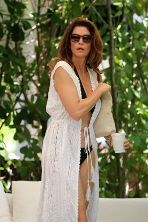 Cindy Crawford enjoys vacations with family in Miami 2019/06/22 13