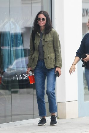 Courteney Cox Shopping Out for Whole Foods in Los Angeles 2019/06/22 3