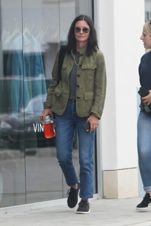Courteney Cox Shopping Out for Whole Foods in Los Angeles 2019/06/22 4