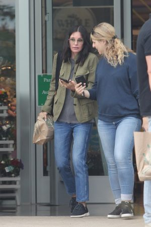 Courteney Cox Shopping Out for Whole Foods in Los Angeles 2019/06/22 5
