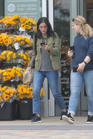 Courteney Cox Shopping Out for Whole Foods in Los Angeles 2019/06/22 7