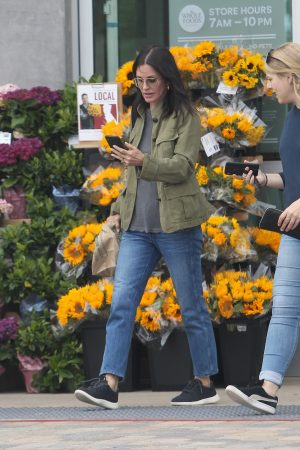 Courteney Cox Shopping Out for Whole Foods in Los Angeles 2019/06/22 8