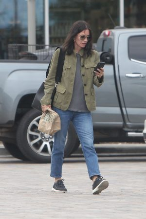 Courteney Cox Shopping Out for Whole Foods in Los Angeles 2019/06/22 9