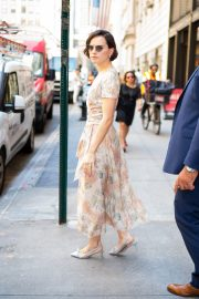 Daisy Ridley in a Floral Dress Out and About in New York City 2019/06/26 1
