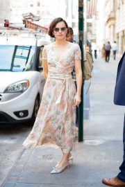 Daisy Ridley in a Floral Dress Out and About in New York City 2019/06/26 2