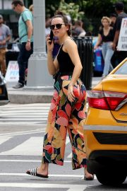 Daisy Ridley in Tank Top and Multicolor Bottom Out in New York 2019/06/25 4