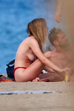 Diana Vickers flashes her bust on the Beach in Spain 2019/06/16 7
