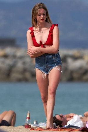 Diana Vickers flashes her bust on the Beach in Spain 2019/06/16 13