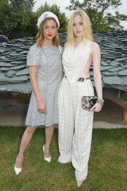 Ellie Bamber attends Serpentine Gallery Summer Party at Kensington Gardens in London 2019/06/25 22