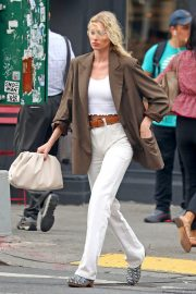 Elsa Hosk in Brown Coat Out for a Stylish Stroll in New York 2019/06/26 2